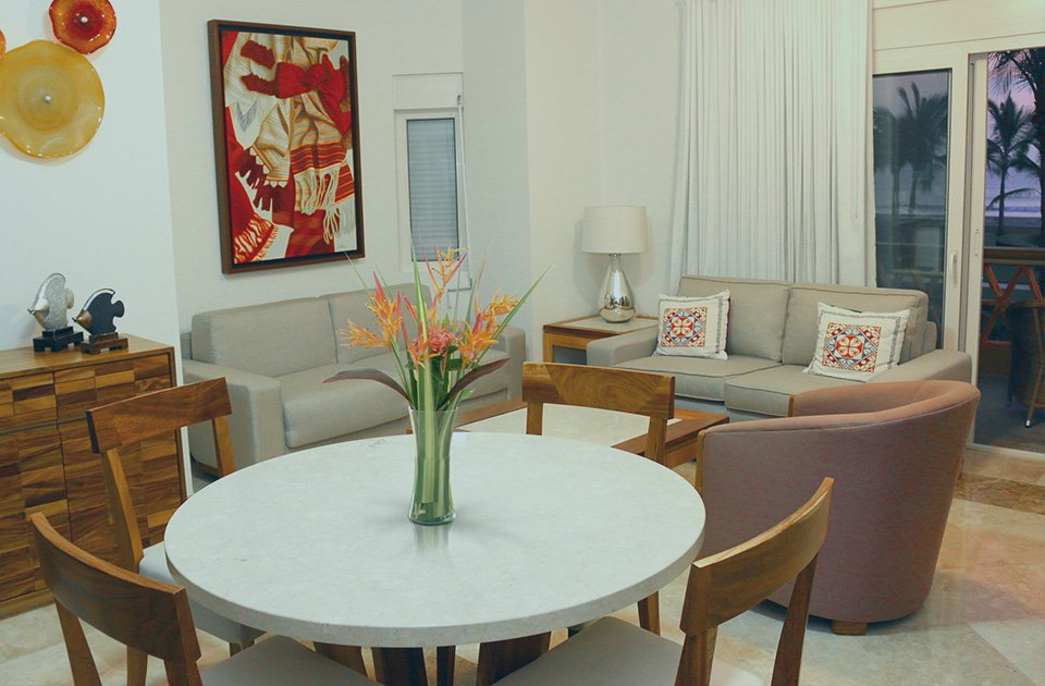 1 bedroom condo dining & living room